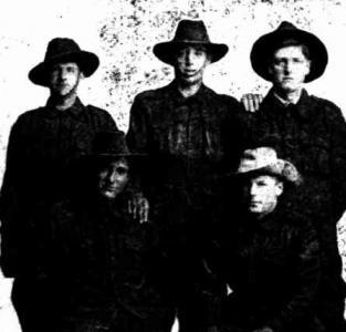 5 West Australians in France( l-r) P.Kingsbury, A. Allen.W.L. Bile Wm Blaikie, Walter Blaikie. Photo source Swan Express 9.3.1917 p5