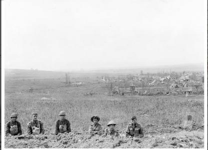 Australian and American soldiers in Pear Trench Le Hamel 4.8.1918. Photographer unknown, photograph source AWM E-02844