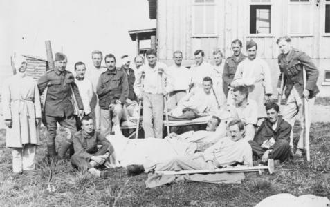 Convalescing POWs at Lazarette Ohrdruf i Thur. Photographer unknown, photograph source AWM A01306