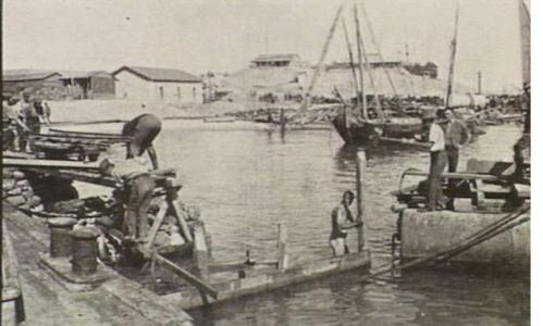 Engineers constructing a jetty at Ferry Post, Ismailia 1916.  Photographer unknown, photograph source AWM P0098.008