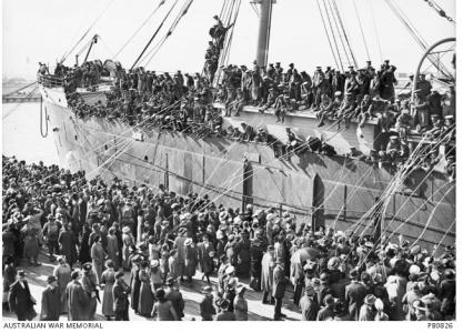 Farewelling HMAT 'Persic' from Melbourne. Photographer unknown, photograph source AWM PB0826