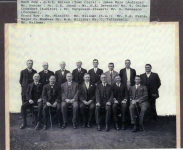 Calder Crowther Auditor for the Guildford Municipal Council (back row 6th from left) c1930. Photo source SGHS PH2007-056