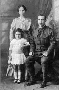 Henry Varcoe Pearce with wife Florence and daughter Lois 1915. Photographer unknown, photograph  source C.Riley