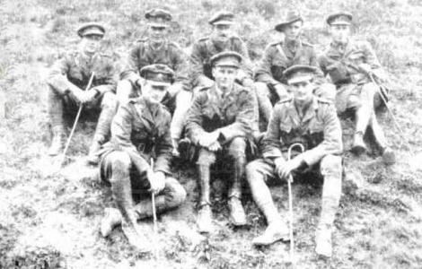 Lieut. Clive Shenton front left, with 1st Division Trench Mortar Bde 1918. Phootgraph source Western Mail 26.4.1918