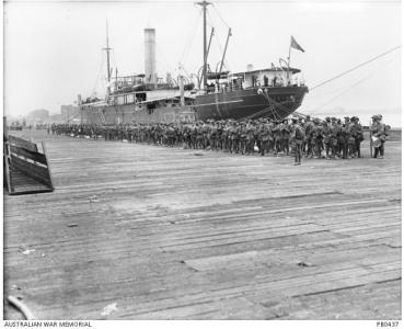Troops boarding HMAT 'Hororata' 1915. Photographer Josiah Barnes, photograph source AWM PB043
