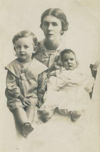 Wife Muriel Hoare, Ralph 2 years, Phyllis 4 months 1915. Photographer Bartletto Studio Perth, reproduced with permission of C.With