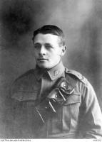 Dvr. Douglas Barrett-Lennard. Photographer source,  AWM H19322